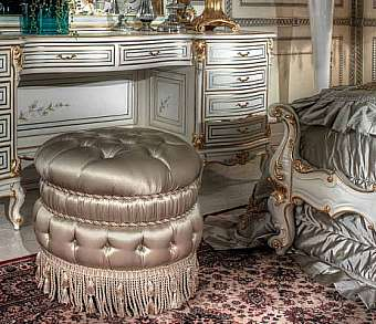 Пуф ASNAGHI INTERIORS New classic collection IT3506